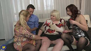 Dude enjoys a threesome with BBW Charlena and her girlfriends