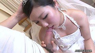 Asian bride Emi Koizumi gives a good blowjob after wedding