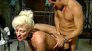 Blonde vamp analized