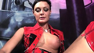 The kinky mistress Sanya Pride loves herself a naughty