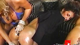 Sindee Cox Anal dildo penetration in foursome