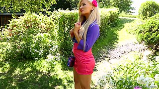 Appealing babe with sexy pink pant being bonked outdoor.