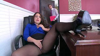 Office slut Lola Foxx needs cock in her ass - Brazzers