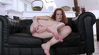 Spreading pussy - Isabella Lui