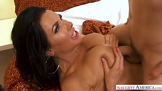 Tanned big breasted MILF Veronica Avluv wakes dude up with a good BJ