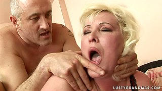 Vast mature BBW gets her punani nailed hard in doggy pose