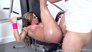 Cougar Nina Dolci still goes to the gym to stretch that asshole