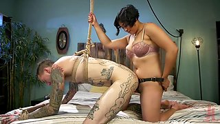 Mistress teaches loser servinf woman