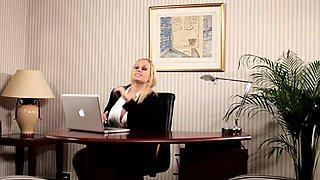 Interracial bosslady analized on office desk