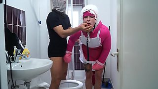 toiletslut gives head