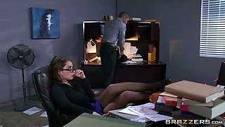 Bearded boss knows for sure how to seduce and fuck appetizing secretary