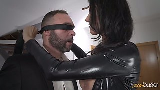 Sexy mommy in latex Ania Kinski gets drilled properly