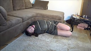 Bondageshootin - Nackt im Daunenmantel