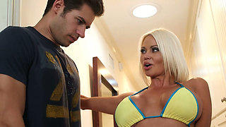 Voluptuous Nikita Von James gives an incredible titjob