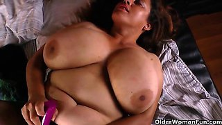 BBW mom Rosaly needs orgasmic fun