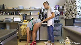 Thirsting buddy doggy fucks curvaceous blond mom at kitchen rough
