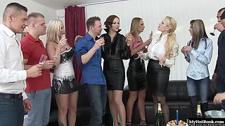 Simony Diamond hosts the best sex parties, ever Once all of her guests have arrived