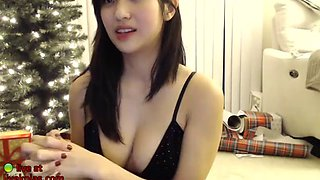 sexy asian camgirl has fun
