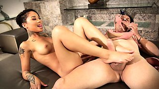 CrushGirls - Honey Gold is a footjob pro