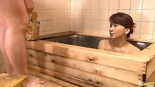 Reiko Makihara Fucking In The Bath and Giving Blowjob