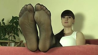 mistress weronika nylon feet joi p.4