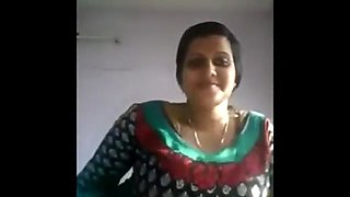 Indian aunty taking selfies and masturbates