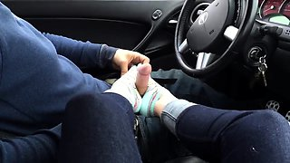 Amateur girlfriend delivers a marvelous footjob in the car