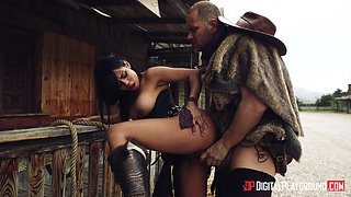 Canela Skin uses her amazing body to seduce a fortunate lover