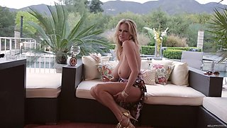 Kelly Madison takes off her summer dress for a nice masturbation