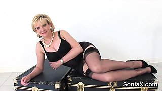 Cheating uk mature gill ellis shows off her enormous puppies