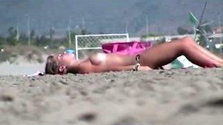 I peek on cute amateur slender and topless bikini gal on the beach