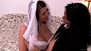 Craving bride gets her cunt worked on using vibrator in lesbian sex