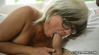 Brutal stud fucks mature bitch in glasses with passion